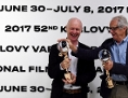Scénárista Paul Laverty a režisér Ken Loach s oceněním z festivalu ve Varech