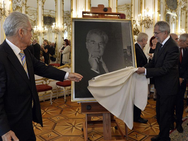 Heinz Fischer und Alexander Van der Bellen enthüllen das Portrait Fischers