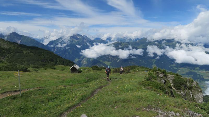 Am Gipfelplateau gemuetlich zum Gipfel