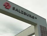 Salzburg AG Logo auf der Firmenzentrale des Landesenergieversorgers