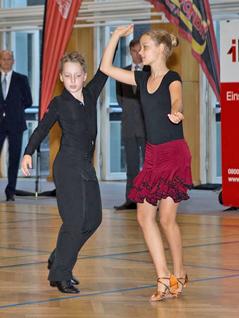 Tanzendes Kinderpaar