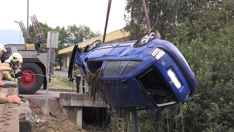 Unfallauto Kennzeichen verpixelt