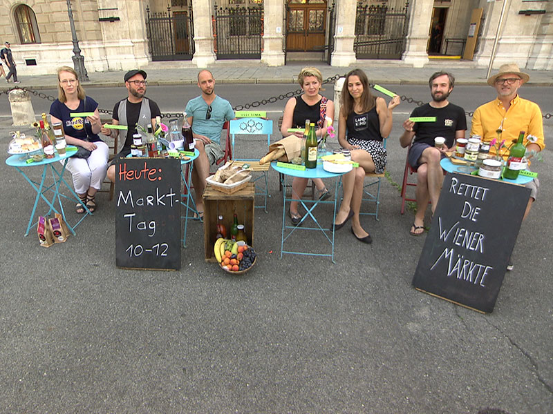 Marktstandler protestieren gegen die neue Marktordnung der Stadt