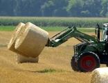 Strohballen Traktor Ernte