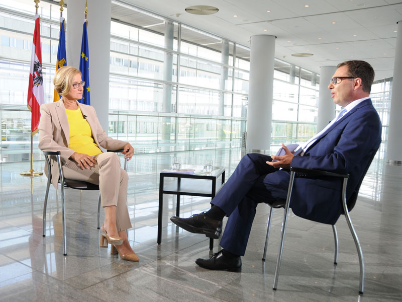 Johanna Mikl-Leitner im Gespräch mit Robert Ziegler