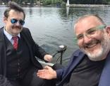 Physiker Werner Gruber und Reporter Hadschi Bankhofer am 1 PS Elektroboot