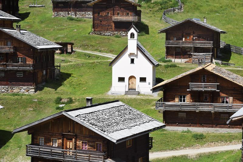 Ober- und Unterstalleralm Bild 13: Kapelle und Hütten