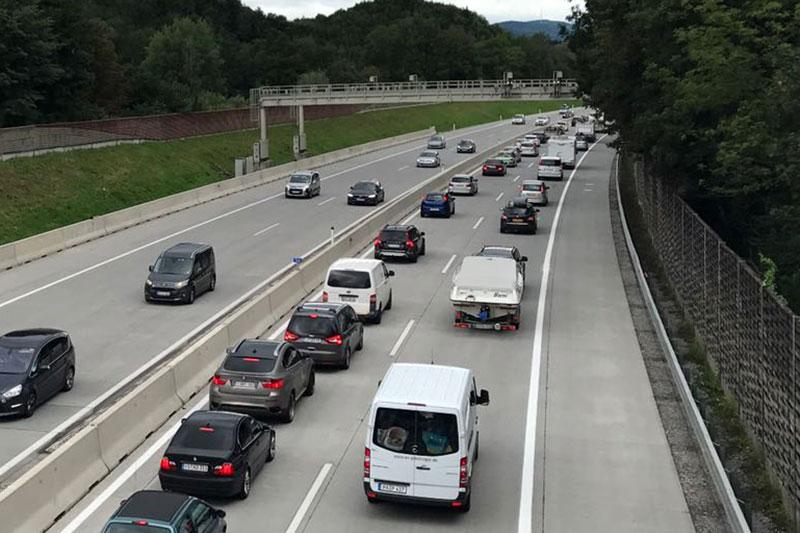 Stau auf der Tauernautobahn (A10) bei Salzburg Süd