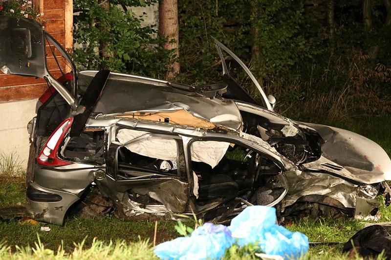 Autowrack nach Unfall in Kuchl