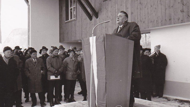 Eduard Wallnöfer im Jahre 1968 bei der Eröffnung der Venetbahn