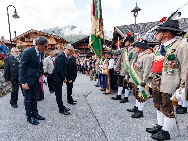 Prominenz bei der Eröffnung des Forums Alpbach