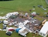 Zusammengestürztes Zelt Luftaufnahme