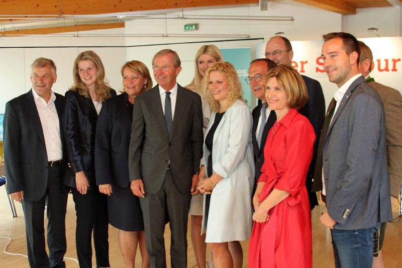 Landeshauptmann Wilfried Haslauer (Mitte) mit den Salzburger Kandidaten für die Nationalratswahl und die Landtagswahl