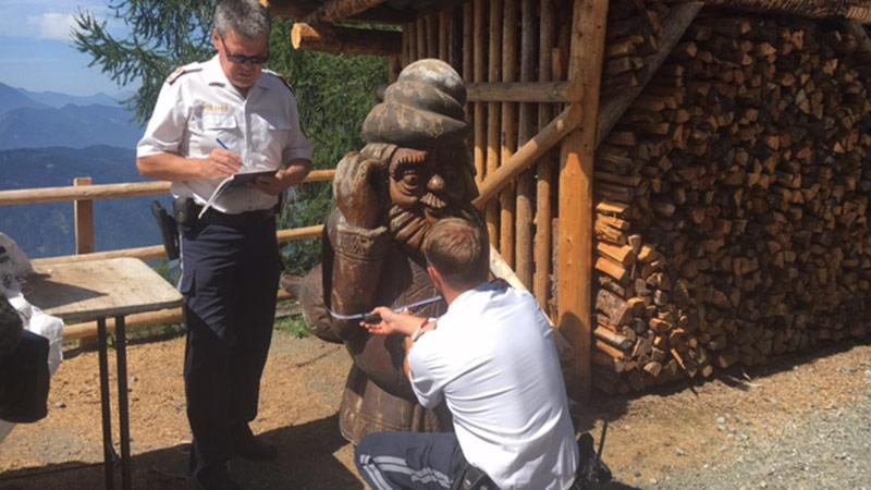 Polizei Holzskulptur