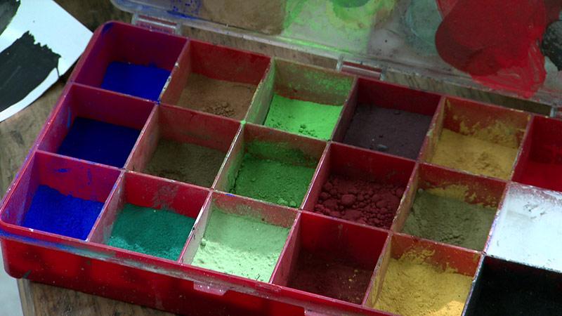 Farbe aus Blütenstaub Maler Restaurator