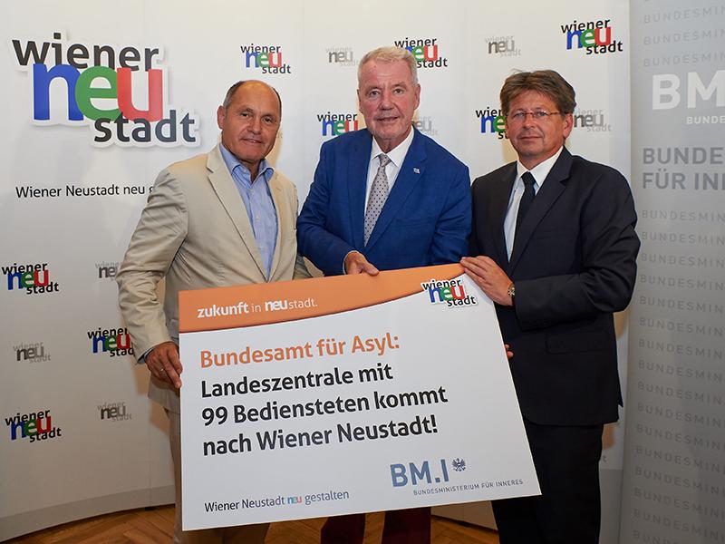 Bundesminister Mag. Wolfgang Sobotka, Bürgermeister Mag. Klaus Schneeberger und BFA-Direktor Mag. Wolfgang Taucher, M.A.