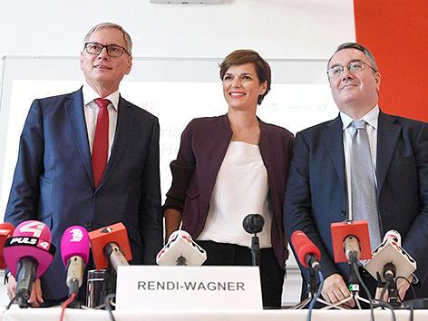 Sozialminister Alois Stöger, Gesundheitsministerin Pamela Rendi-Wagner und Elias Mossialos