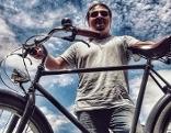 Van Ludo mit Fahrrad