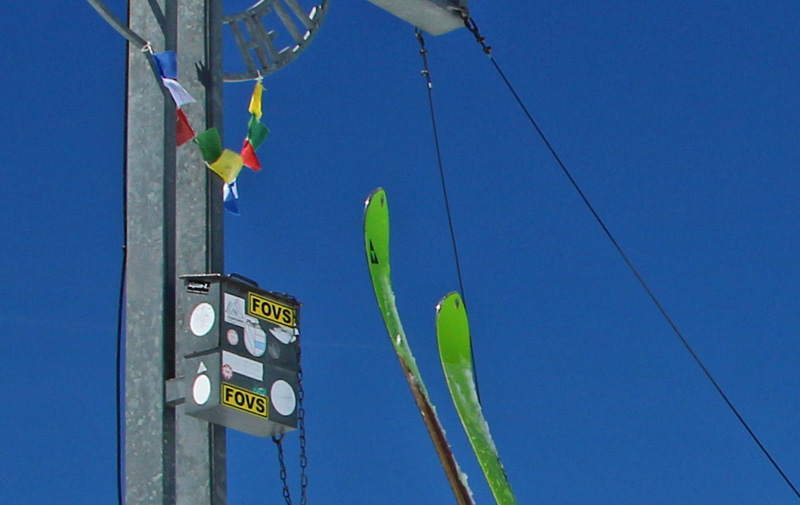 FOVS Aufschrift auf Gipfelkreuz