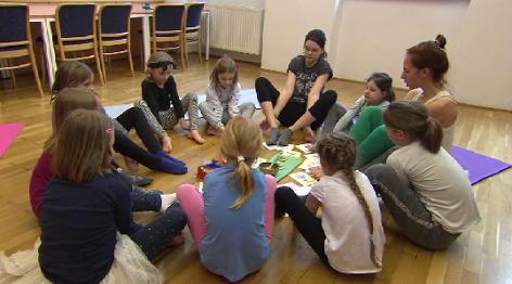 Yoga Julia Schweiger Komensky Schulverein