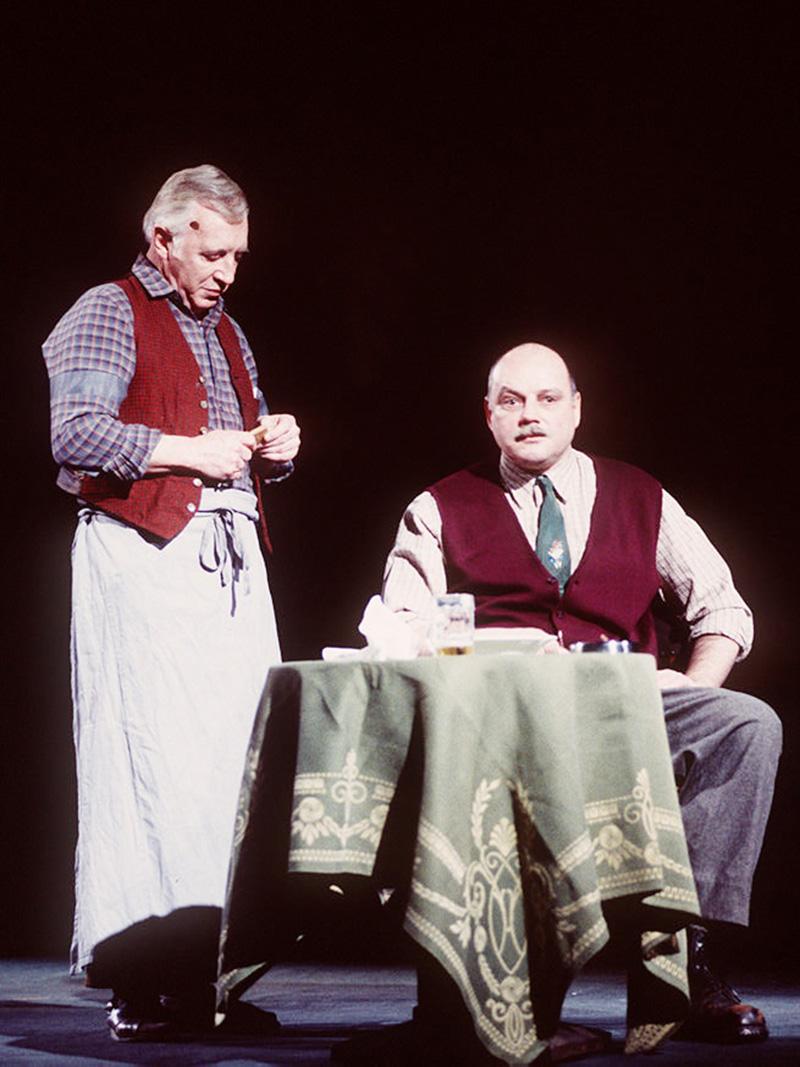 """Fotoprobe zu """"Die Himbeerpflücker"""" in der Josefstadt, gemeinsam mit Wolfgang Böck (r.), 1996"""