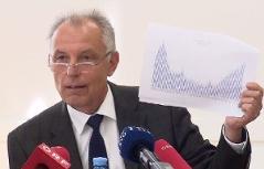"Pressekonferrenz ""Baustelle Volksgruppenpolitik"" in der Komenský Schule"