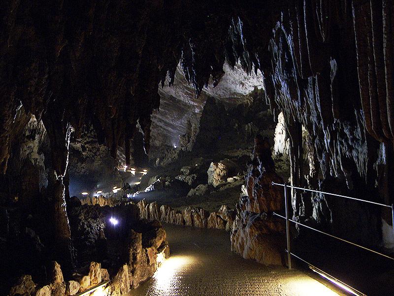 Pferd Kutsche Karst Höhle