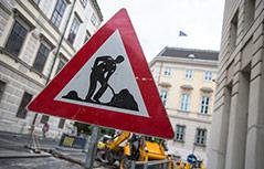 Verkehrsschild zeigt Baustelle an