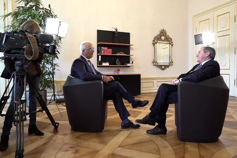 ORF-Redakteur Karl Kern und Heinz Schaden bei Interview im Schloss Mirabell