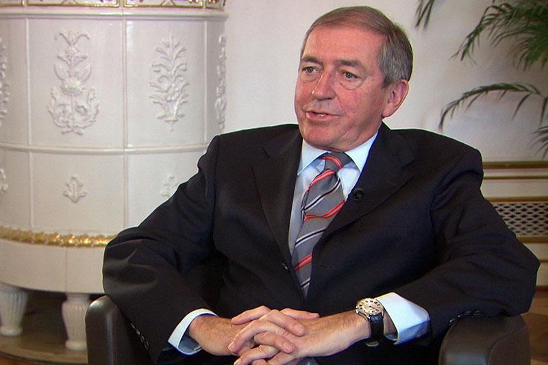 Heinz Schaden bei Interview im Schloss Mirabell