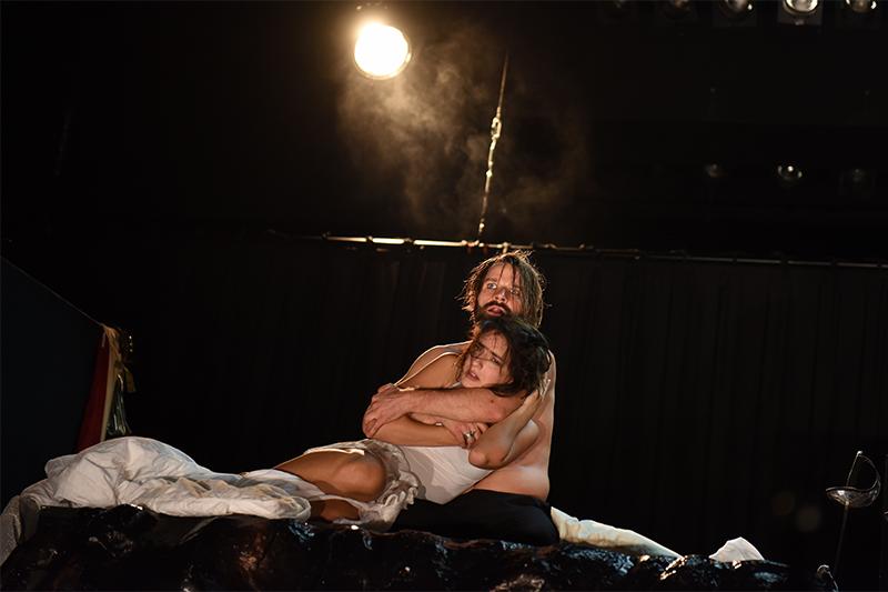 Landestheater Sankt Pölten Romeo und Julia Seyneb Saleh Tim Breyvogel