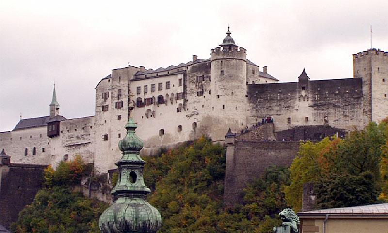 Festung und Mariensäule
