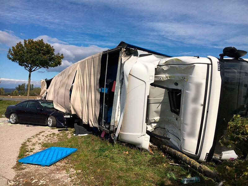 Verkehrsunfall B16 bei Siegendorf Lkw