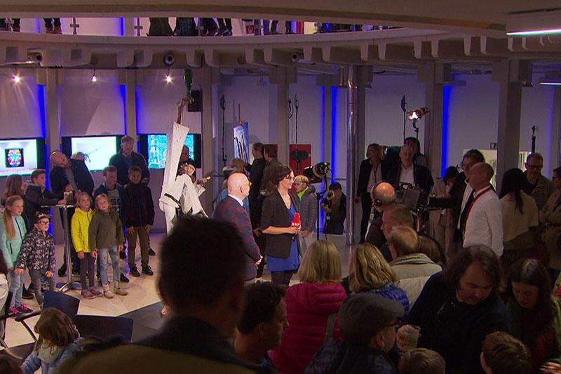 Besucher bei der Langen Nacht der Museen im ORF Landesstudio Salzburg