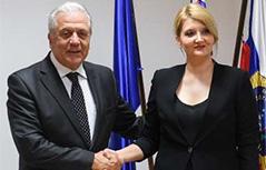 Schengen komisar Dimitris Avramopulos notranja ministrica Vesna Györkös Žnidar