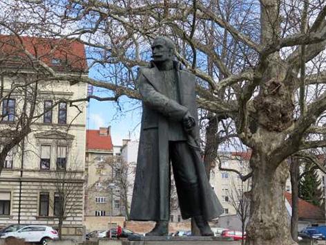 General Rudolf Maister kip Maribor severna Vlasta Zorko kiparka