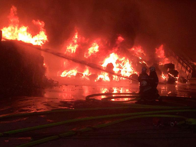 Großbrand Wulkaprodersdorf Hackl Feuer Flammen Löschen
