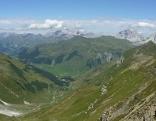 """Blick vom """"Schmugglerweg"""" zwischen Sankt-Antönier-Joch und Gafierjoch ins Schweizer Rätikon nach St. Antönien im Prättigau"""
