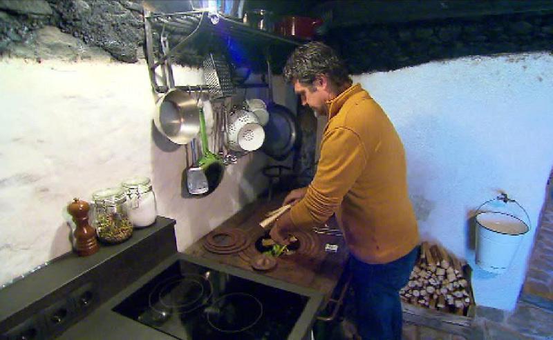 Georg Praxmarer in alter Küche