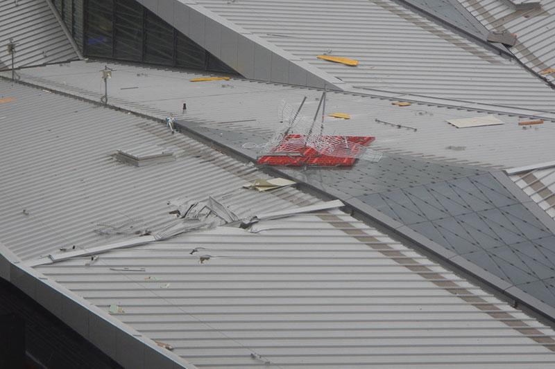 Schäden am Dach des Bahnhofs