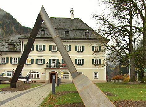 Unken Schloss Oberrain Kunst auf dem Bau