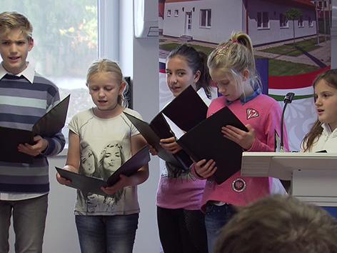 Porabje KKZ Kuchling slovenščina Perger Senik družini iniciativa