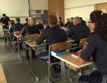Polizeischüler in Klassenraum