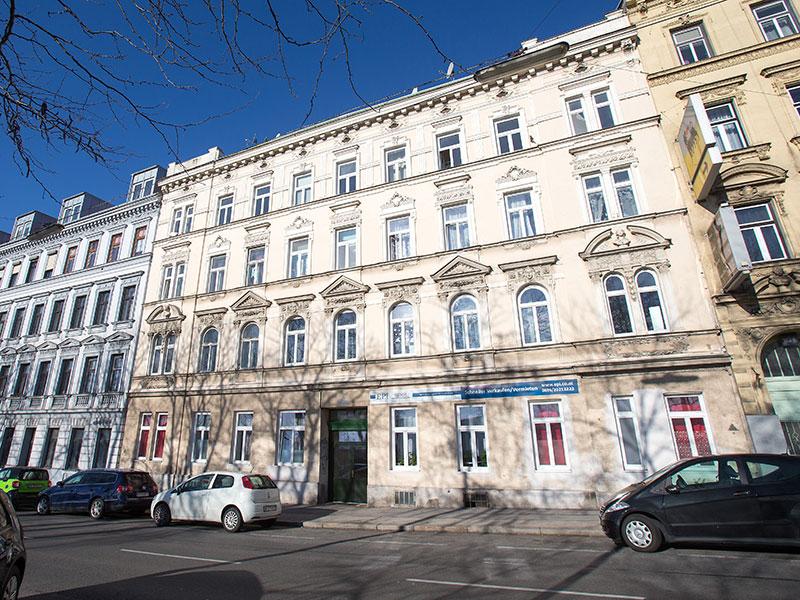 Eine 31 Jahre alte Frau ist am Sonntag in ihrer Wohnung in Rudolfsheim-Fünfhaus tot aufgefunden worden. Im Bild: Außenaufnahme des Wohnhauses
