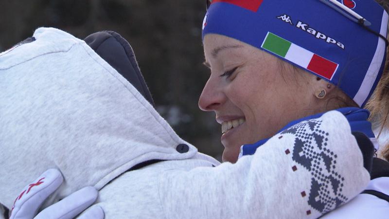 Karin Oberhofer mit Sohn im Arm