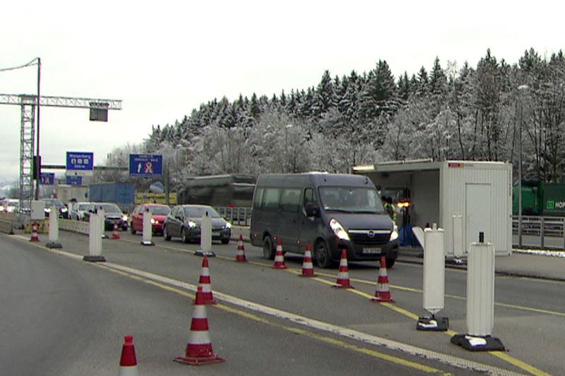 Deutsche Grenzkontrollstelle am Walserberg auf der Autobahn in Richtung München