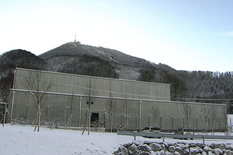 Kunstdepot des Salzburger Museums der Moderne am Fuß des Gaisbergs in Koppl Guggenthal im Winter