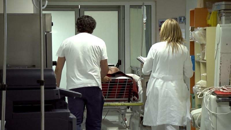 Krankenpfleger mit einem Patienten