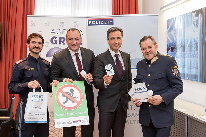 Polizei-Sicherheitskoordinator Manuel Leitner, Bürgermeister-Stellvertreter Mario Eustacchio, Bürgermeister Siegfried Nagl und Stadtpolizeikommandant Kurt Kemeter (v. l.).