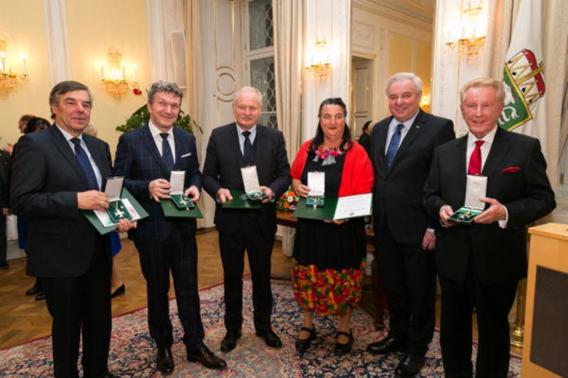 Rudolf Schmidt, Markus Schirmer, Josef Klamminger, Marguerite Dunitz-Scheer, LH Hermann Schützenhöfer und Günther Ziesel bei der Auszeichnungsverleihung